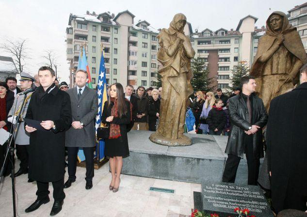 Памятник жертвам Ходжалинской резни в Сараево